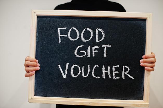 Voedsel cadeaubon geschreven op bord