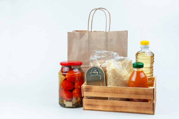 Voedsel donaties of voedselbezorging concept