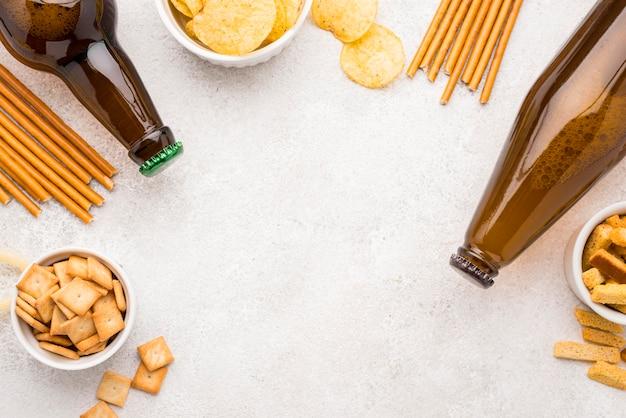 Voedsel en bier frame bovenaanzicht