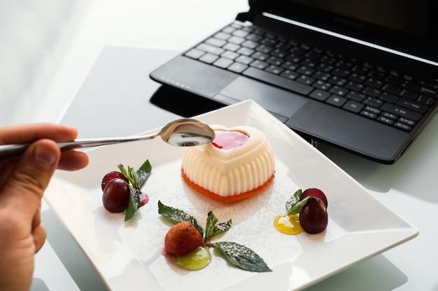 Voedsel fotografie. bezorgbedrijf voor restaurants. sociaal netwerk blog levensstijl concept