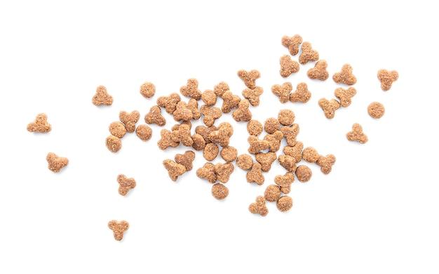 Voedsel voor huisdieren dat op witte oppervlakte wordt geïsoleerd