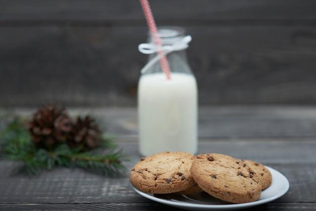 Voedsel voor meneer de kerstman op tafel