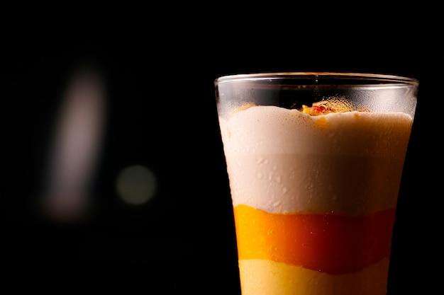 Voedzame mangomilkshake als ontbijt