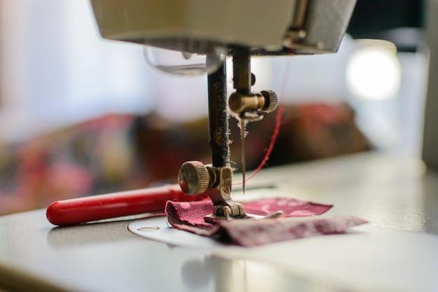 Voet van de wijnoogst van het naaimachineclose-up