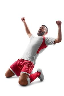 Voetbal. een professionele voetballer viert de overwinning. gelukkig feest. geïsoleerd op witte achtergrond