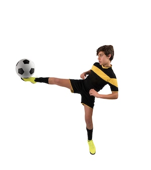 Voetbalactiescène met concurrerende jonge voetballers in het stadion