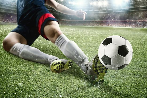 Voetbalactiescène met concurrerende voetballers in het stadion