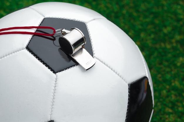 Voetbalbal met fluitje