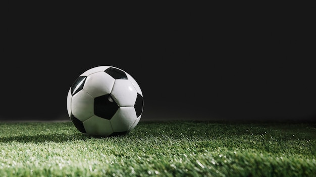 Voetbalbal op grasgras