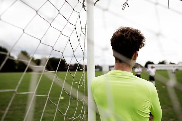 Voetbalkeeper die op de gelijke wachten om te beginnen