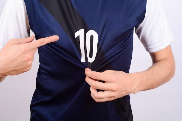 Voetballer die naar nummer 10 wijst