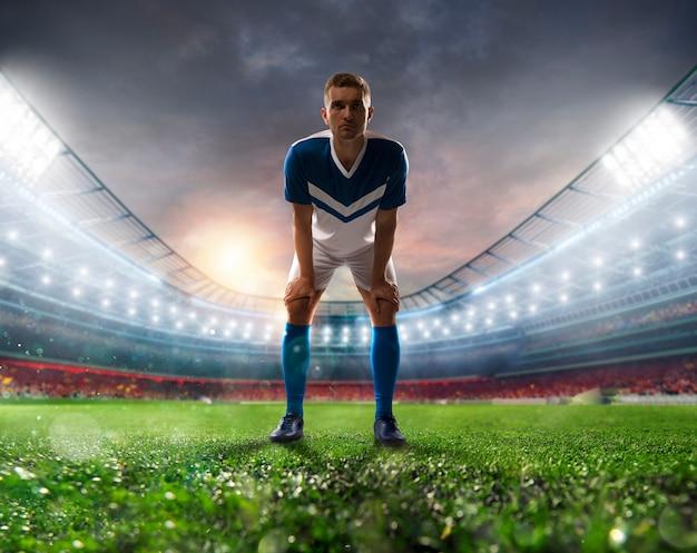 Voetballer klaar om de soccerball te schoppen in het verlichte stadion tijdens de wedstrijd Premium Foto