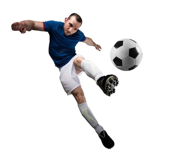 Voetballer met soccerball klaar om te spelen bij voetbal. geïsoleerd op witte achtergrond