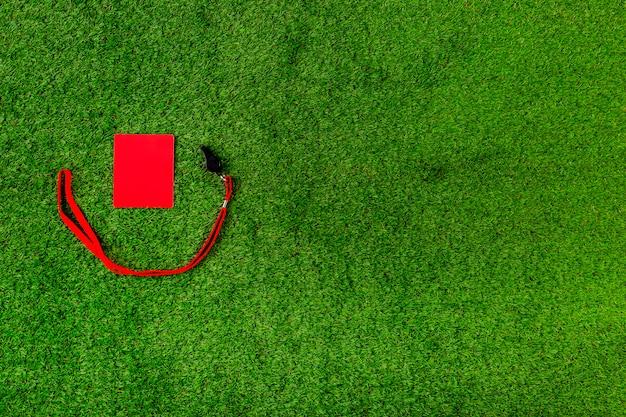 Voetbalsamenstelling met copyspace en rode kaart