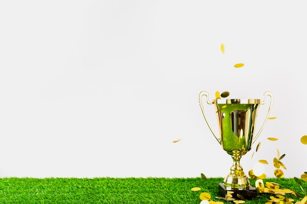 Voetbalsamenstelling met copyspace en trofee