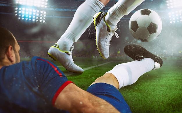Voetbalscène bij nachtgelijke met close-up van twee voetballers