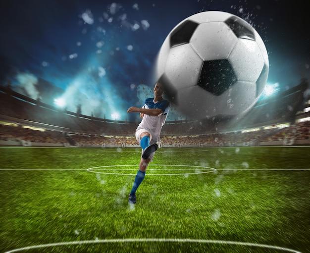 Voetbalscène bij nachtgelijke met speler in een wit en blauw uniform die de bal met macht schoppen