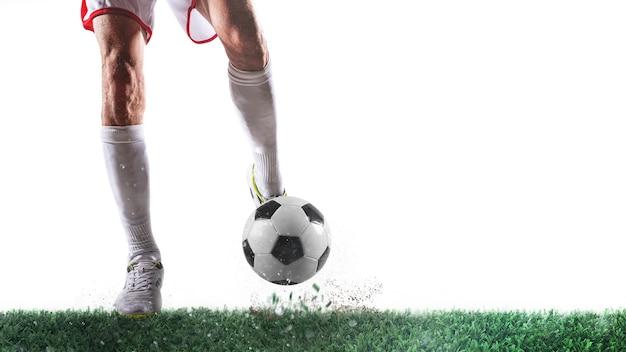 Voetbalscène met speler klaar om de bal op witte achtergrond te schieten