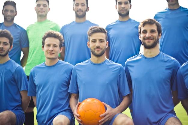 Voetbalspelers in een team