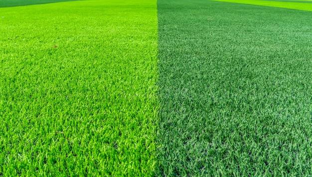 Voetbalveld en een bewolkte hemel. groen veld.