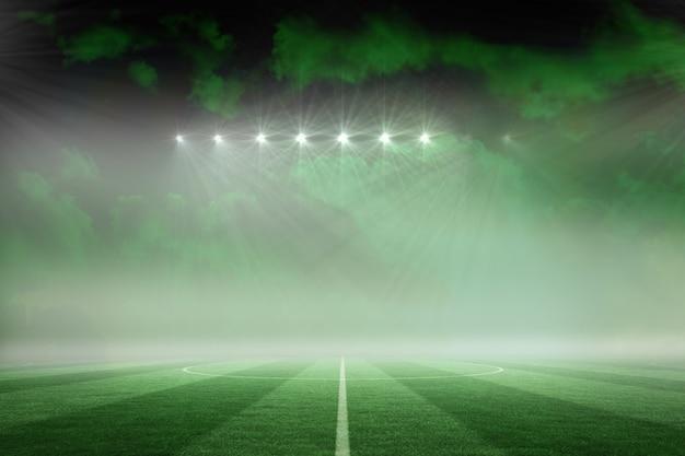 Voetbalveld onder groene hemel