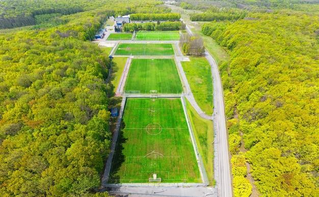 Voetbalvelden trainen in het bos