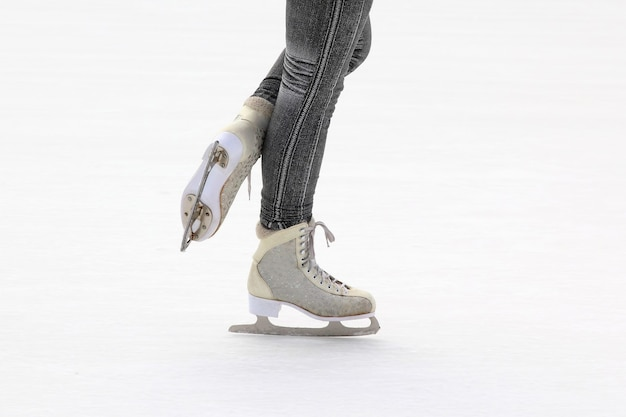 Voetschaatsmeisjes op de ijsbaan