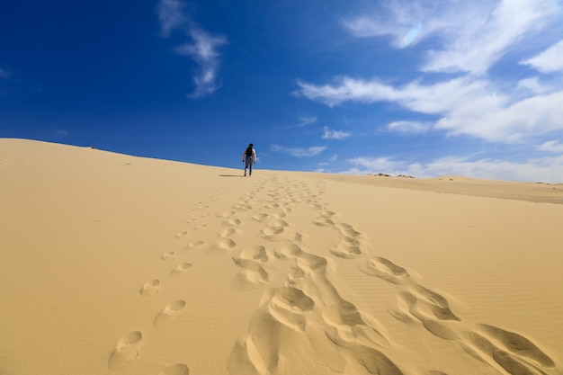 Voetstappen in de duinen