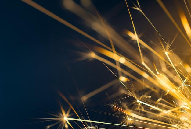 Voetzoeker, vuurwerk abstracte achtergrond op zwarte achtergrond.