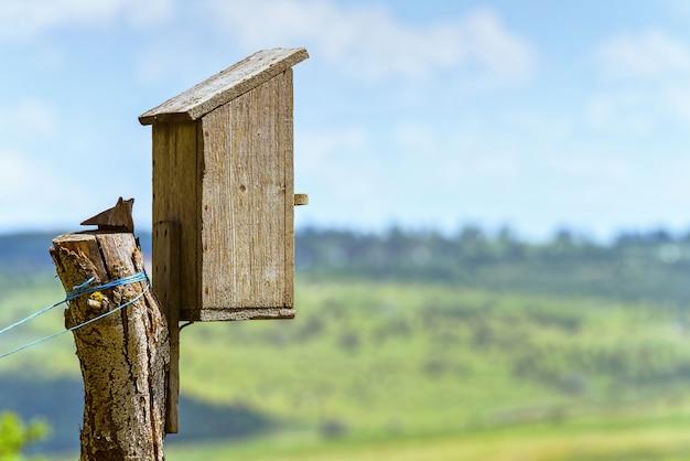 Vogelhuis houten kist
