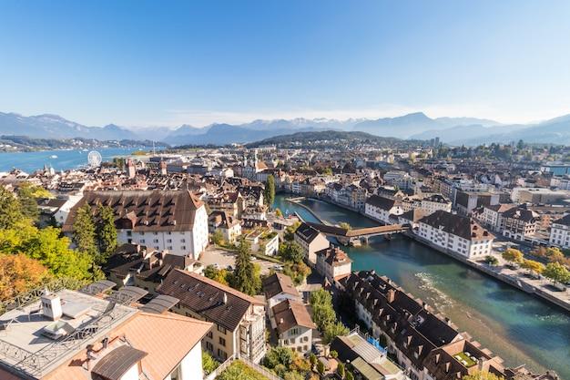 Vogelperspectief van de stad van luzern of van luzerne in zwitserland