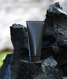 Volcanic mud huidverzorging diepe genezing gezichtsbehandeling reinigt schoonheidsbehandeling met zwarte plastic buisverpakking op zwarte steen