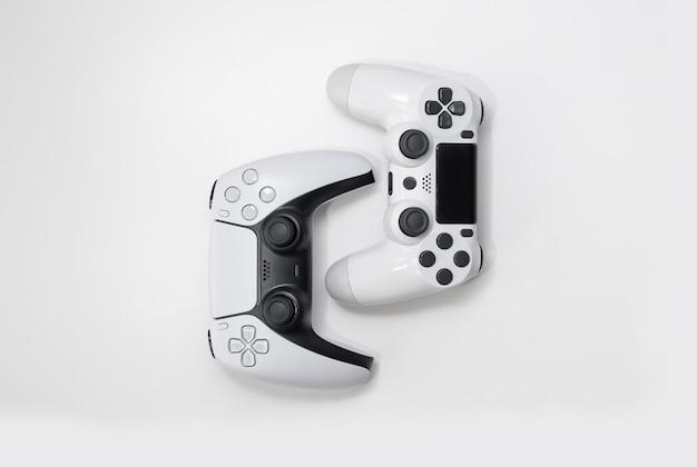 Volgende generatie en oude generatie gamecontrollers