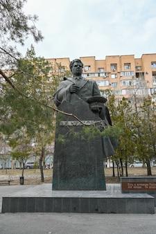 Volgograd, rusland - 15 juni 2021: monument voor maarschalk chuikov in het