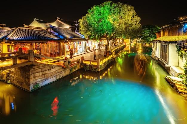 Volkshuizen en rivieren in de oude stad van zhouzhuang