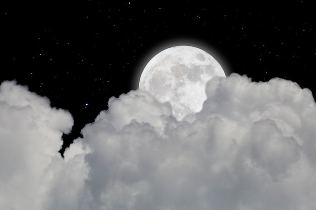 Volle maan met sterrenhemel en wolkenachtergrond. donkere nacht.