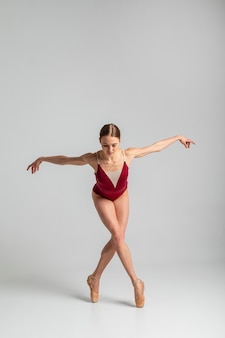 Volledig geschoten ballerina-positie