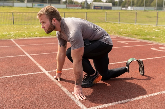 Volledig geschoten gehandicapte man klaar om te rennen