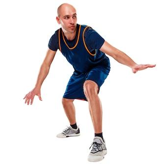 Volledig lengteportret van een basketbalspeler met bal