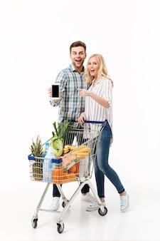 Volledig lengteportret van een gelukkig paar