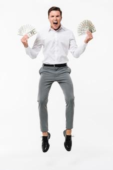 Volledig lengteportret van een gelukkige succesvolle mens