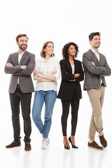 Volledig lengteportret van een groep multiraciale bedrijfsmensen