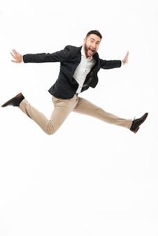 Volledig lengteportret van een vrolijke gelukkige man