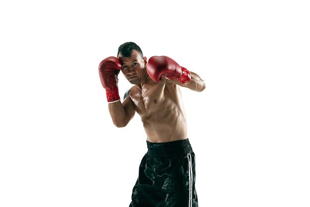 Volledig lengteportret van gespierde sportman met prothetisch been