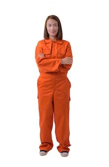 Volledig lichaamsportret van een vrouwenarbeider in werktuigkundige jumpsuit die op witte achtergrond wordt geïsoleerd