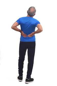 Volledig portret van de rug van een man met pijn in de rug op wit