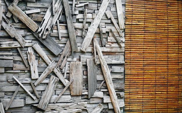 Volledige kaderachtergrond van houten muur met patched-planken en gordijn