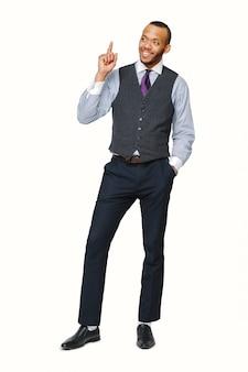 Volledige lengte studio shot van een afro-amerikaanse zakenman geïsoleerd op wit.