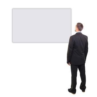 Volledige lengte van een knappe zakenman met handen gevouwen tegen een witte achtergrond