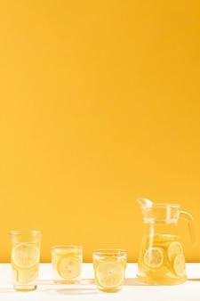Volledige shot set van smakelijke limonade